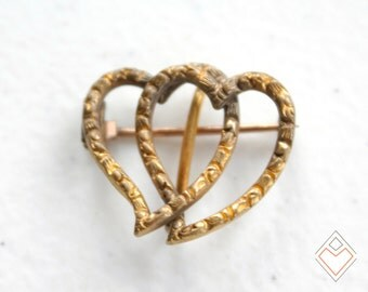 intricately carved Victorian double heart brooch // tube hinge and c-clasp closure