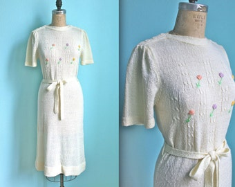 vintage 70s cream colored flower embellished knitted sweater dress / size xsmall to small