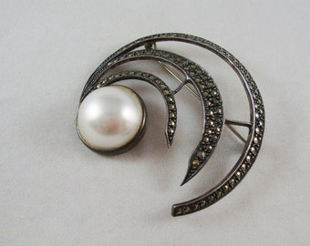 Vintage Sterling Silver Marcasite Pearl Circle Brooch