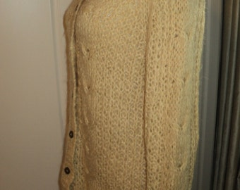 Vintage hand knit boring Beige Cardigan Sweater with buttons in Mint Condition, To wear for A beautiful Day in the Neighborhood