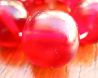 20mm Resin beads red 1 x strand of 22