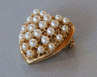 Vintage Heart Brooch Rare Reinad Faux Pearls Gold Tone Valentine's Day Sweetheart 1940's // Vintage Designer Costume Jewelry