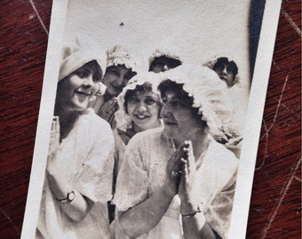 Original Antique Photograph Girls Night Young Ladies Giggle In Their Nightwear