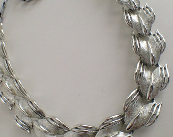 Vintage ART Necklace Silver Tone