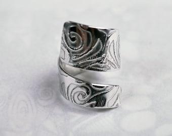 Swirl design Twister embossed adjustable ring silver aluminium