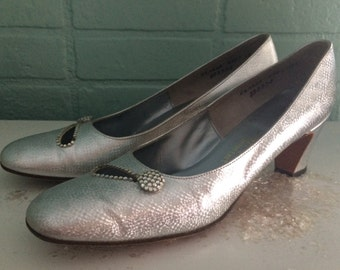 1960's silver pumps  with rhinestone accents / Hard to find 8 1/2 AAAA
