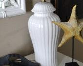 Vintage Lamp White Porcelain Ribbed Ginger Jar Lighting Mid Century Chinoiserie Hollywood Regency Lamp Desk Foyer Boudoir Parlor Home Decor