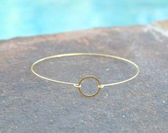 Dainty Gold Memory Wire Bangle Bracelet in Abstract Design