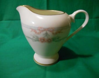 One (1), 8oz Creamer, from Gorham China, in the Parisienne 705 Pattern.