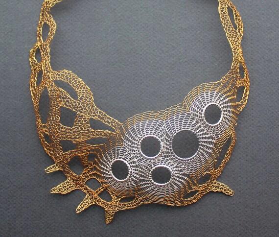 CALYPSO argento e ottone filo bavaglino all uncinetto