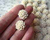 Cabochon Flowers / Resin Dahlia, Mum Flower / Light Tan / 10 pcs 15mm Flower Cabochon