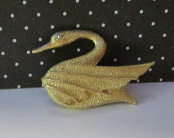 Vintage Dubarry Fifth Avenue Gold tone swan pin brooch