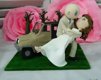 Wedding Cake topper, the Jeep and wedding clay couple in the woods, clay doll decoration, clay rings holder in wedding, clay miniature