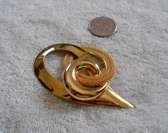 Vtg Pin-Funky Artsy Goldtone Design- P3093