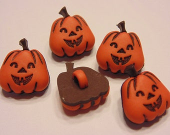 5 small acrylic pumpkin / Jack o Lantern buttons, 14 x 15 mm (B4)