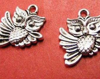 8pc antique silver metal owl pendant-8183
