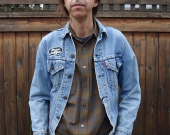 Vintage 80s LEVI'S Denim Jean Jacket w Vintage Patches sz S