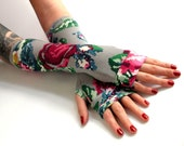 Embroidered Flowers Grey gloves with silver lace -  arm warmers  vintage, stempunk, goth, victorian, floral, gift, Yoga Lolita , Bohemian