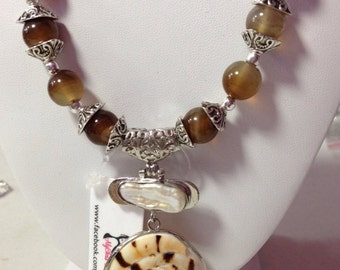 Agate & Biwi Pearl Shell Pendant Necklace