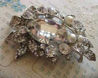 Wild garden fairy pearls and rhinestone crystals brooch pin