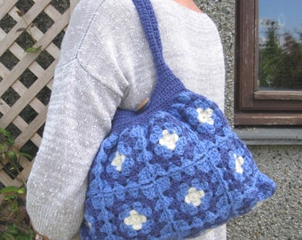 Crochet bag. Purse. Crochet granny bag in pure wool. Fully lined with pocket and button and loop fastening. Hand crocheted