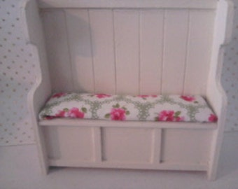 dollhouse settle  bench seat painted cream 1 12th scale miniatur dolls house furniture