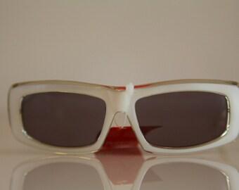 Vintage Polaroid Crystal Pearl  Frame Sunglasses,  FACES 8739C. Rectangular Non Polarizing CR-39 Lenses. Made in Italy.