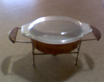 Pyrex casserole, 1-1/2 qt with lid, and metal carrier/wood handles, and place for tealight warmer