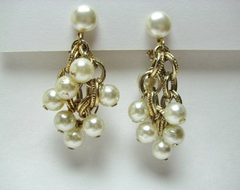 Vintage Dangle Cascade Earrings Pearl & Gold Tone Links Clip On Circa 1950s