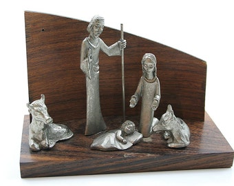 Cesellato A Mano Pewter Nativity Scene