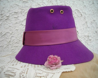 vintage purple lady HAT with large satin ribbon & bow from Glenover, New York, 100% wool