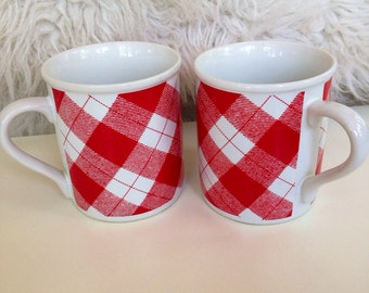 Red checked picnic ceramic mug set
