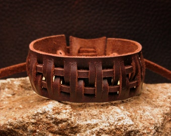 Leather bracelet,Cuff  Wristband, Hand Tooled Leather Wrist Cuff, Brown Leather Cuff, Ajustable Size