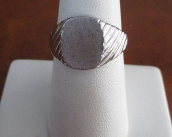 Vintage, Retro  Sterling ring, Ready to be engraved - Estate Find