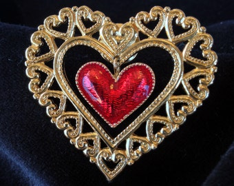 Red and Gold Tone Heart Pin (st - 872)