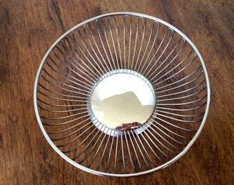 Silver wire basket, round