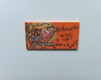 Owl Halloween sign wise up