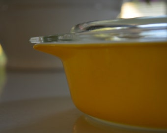 vintage Pyrex yellow casserole with lid, 471 1 PT.