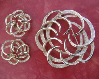 Vintage Gold Tone Sarah Coventry Brooch and Clip Earring Set