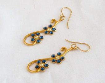 Dangling flowers set with Swarovski crystals earrings