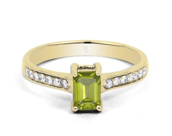 18ct Yellow Gold Peridot & Diamond Vintage Engagement Ring 0.14ct 2.5mm
