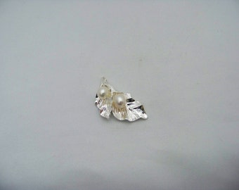 Silver Plated Flower Leaf with Freshwater Pearls  Finds2/3129