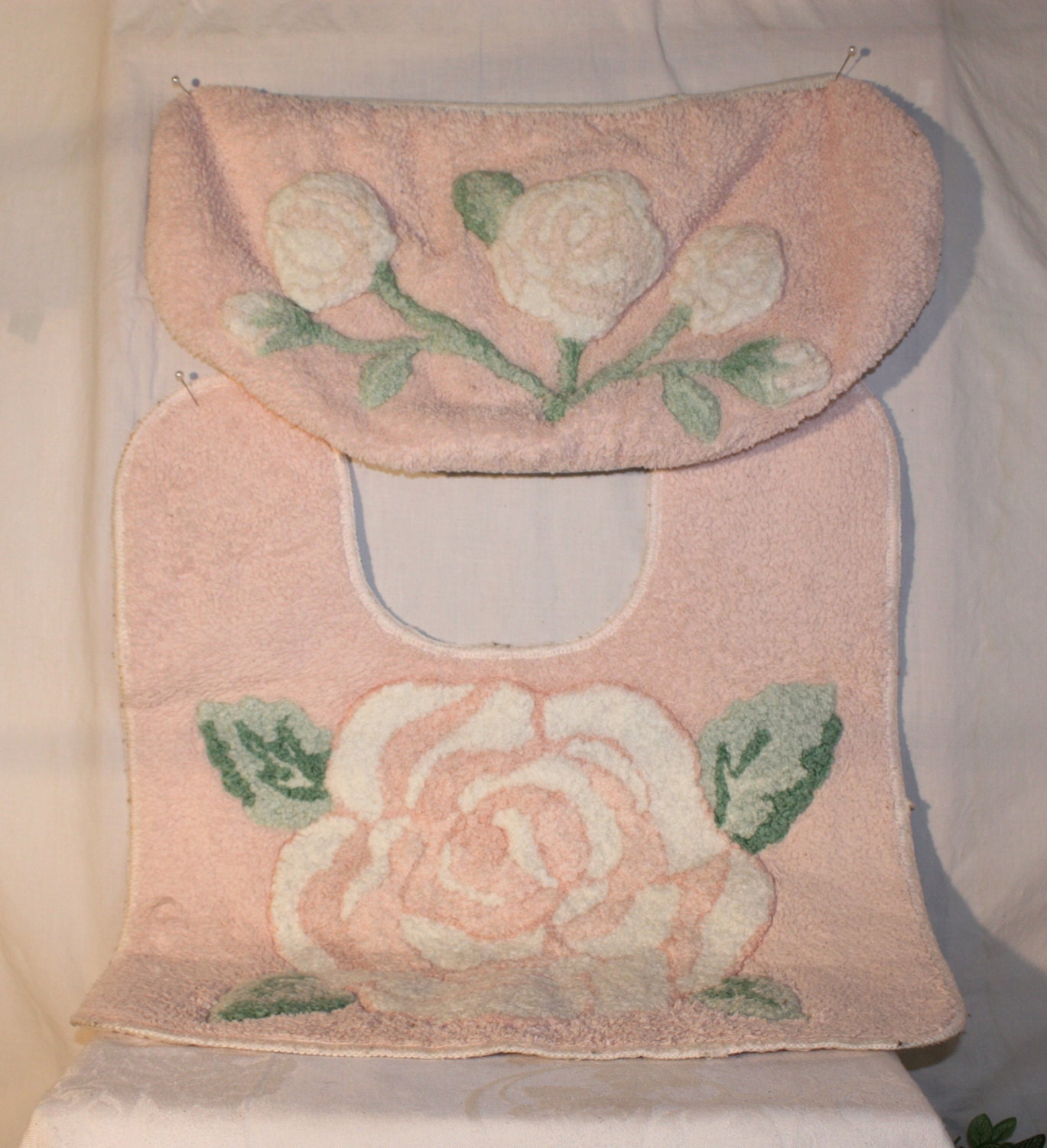 3 Piece Peach Fuzzy Toilet Cover And Rug Set With White Rose