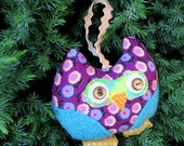 A snoozy owl to hang from  door a window or a cupboard.  Vintage 1970s cotton.  Owl decor.
