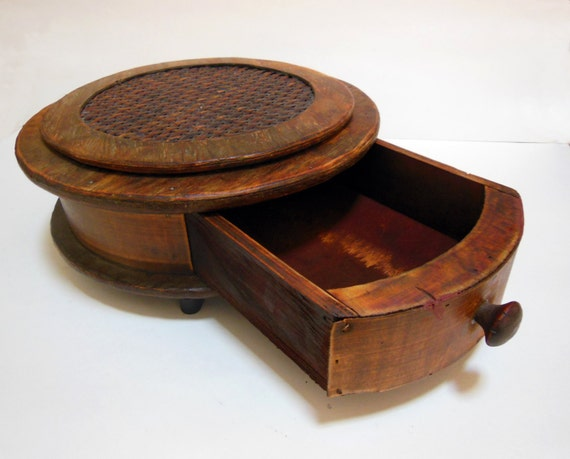 Unavailable listing on etsy for Circular wooden box