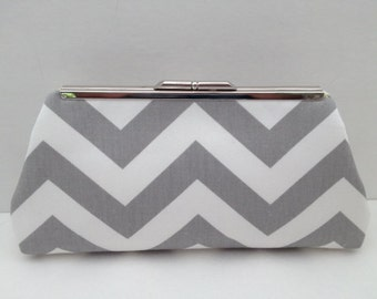 Grey White Chevron Print Clutch Purse with Silver Nickle Tone Frame, Grey  White Clutch Purse, Bridesmaid Clutch, Purse, Wedding, Bag