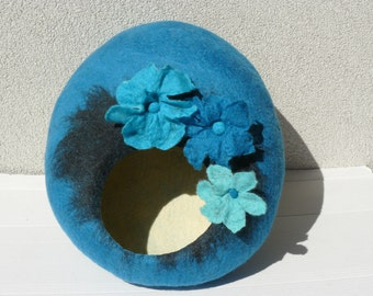 Felted Cat Bed / Cat Cave / Cat Den / Cat House/ Turquoise Cocoon with flowers