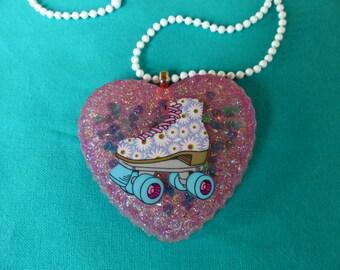 Daisy rollerskate necklace