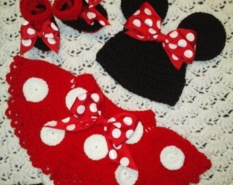 crochet Minnie mouse baby outfit with removable tail