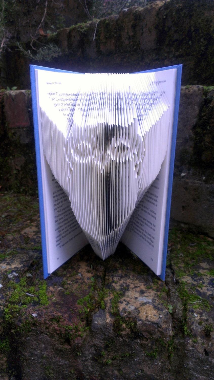 folded book art book folded into owl design. Black Bedroom Furniture Sets. Home Design Ideas
